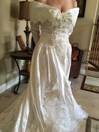 Women's white wedding gown Newark, 94560