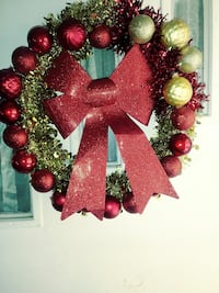 Red & Gold Christmas wreath.  Florence, 35630