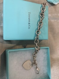 Tiffany's heart charm braclet Mc Lean, 22101