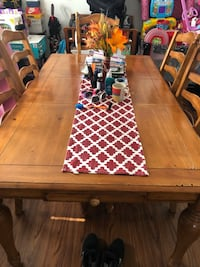 Real wood kitchen table middle leaf removes to make smaller or bigger comes with 4 chairs this is a great piece to refinish and will last the rest of your lifetime P/U only Akron, 44305