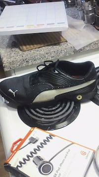 black-and-white Nike low-top sneakers Hamilton, L8G 3R7
