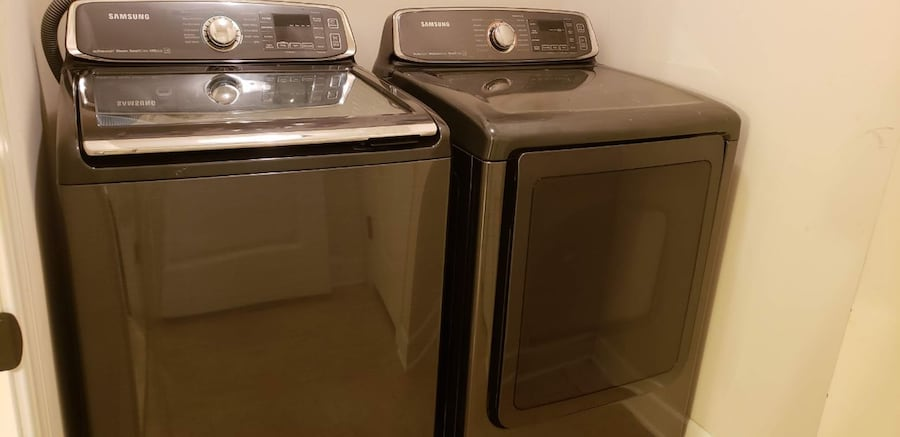 Samsung washing and dryer with streamer options and warrenty.  4a5b1bec-3780-483c-afaa-5e9511851f9c