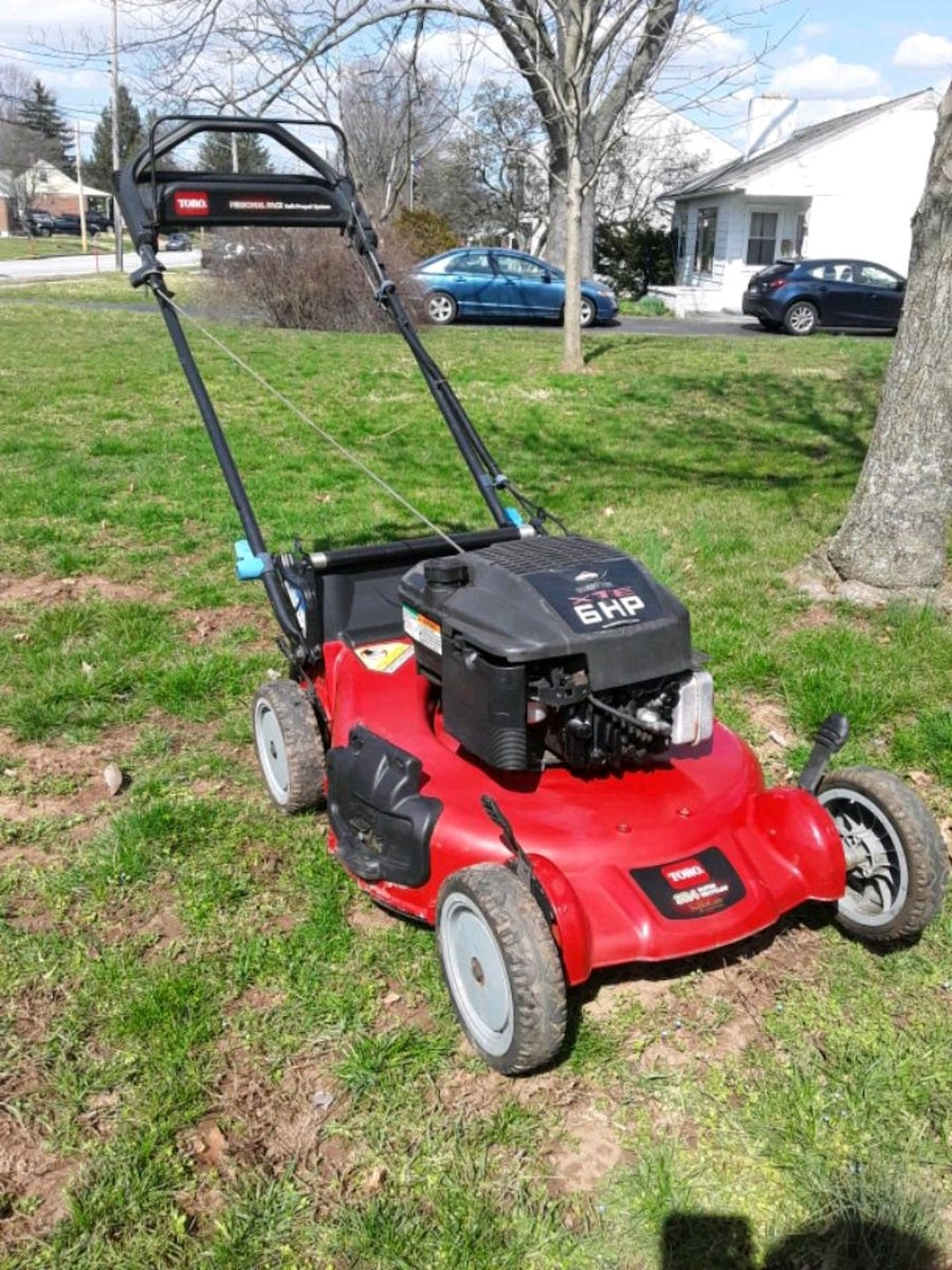 Photo Toro Personal Pace self-propelled lawn mower
