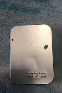 I'm selling a Montreal Canadiens zippo
