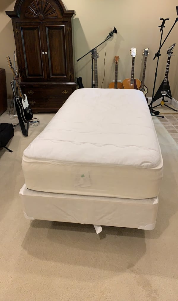 Single Bed that includes frame, box spring and mattress ea90963f-8a35-4b17-a225-1744750fdd5b