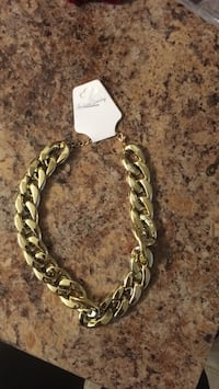 Choker style fashion jewelry not heavy Red Deer, T4P 2X5