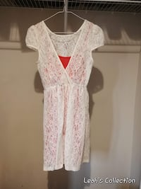Medium size white lace dress Winnipeg, R3X 0A7