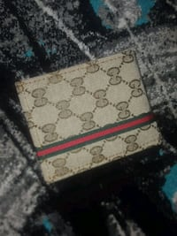 white and red Gucci wallet Hamilton, L9A 5H8