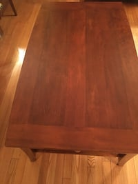 Wood coffee table and end table set Bergenfield, 07621