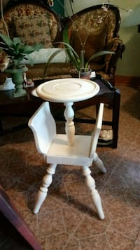 Antique Distressed Magazine table. Carencro, 70520