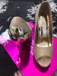 Gold Sparkle Heels Richmond Hill
