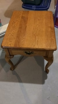 Wood end table New Tecumseth, L9R