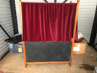 Pottery Barn puppet theatre, with chalkboard marquee and 5 puppets 36 km