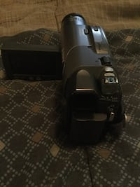 Grey and black Sony Handycam camcorder with battery charger and bag Markham, L6B