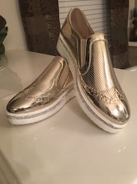 Pair of gold-colored leather loafers San Antonio, 78253