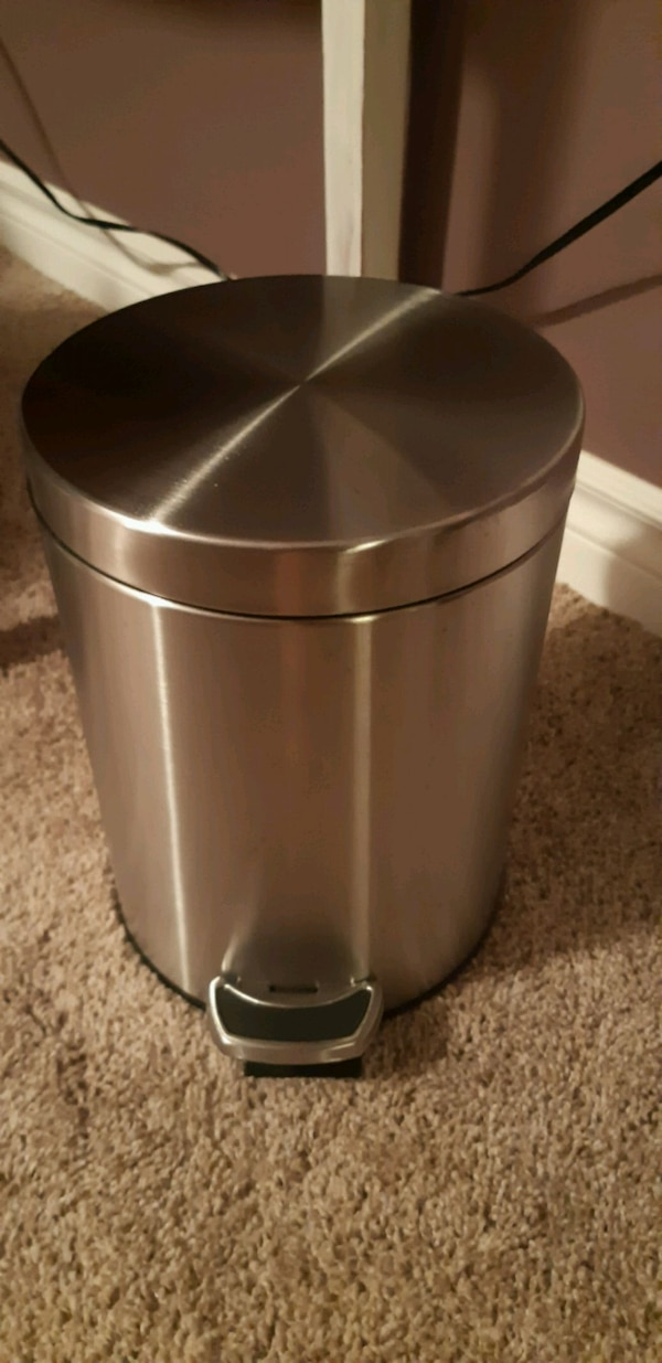 Small Stainless Steel Garbage Can Brand New Usagé à Vendre à