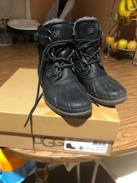Ugg Cecile duck boots