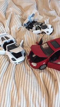 3 model/ toy cars Burnaby, V5C 5H5