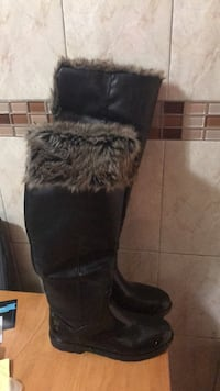 pair of black suede fur-lined snow boots New York, 11208