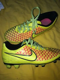 Soccer shoes nike Delta, V4E 1Y5