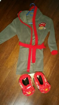 3t-4t mcqueen bathrobe and slippers Boisbriand
