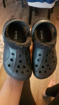 kids crocs with lining toddler size 10/11.  Toronto, M1B 3G8