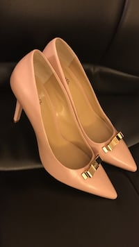 Pair of taupe/pink Michael Kors pointed toe pumps 9.5M Laurel, 20723