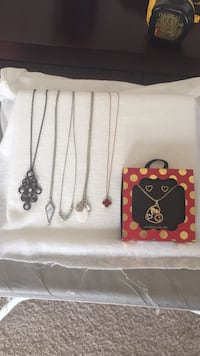 Lot of 6 necklaces and earrings Gainesville, 20155