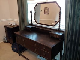 Antique Vanity w/original mirror (Annapolis, MD)