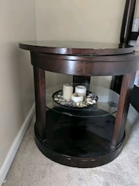 Round end table with swiveling top Reynoldsburg, 43068