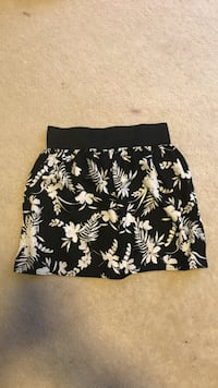Black and white floral skirt 35 km