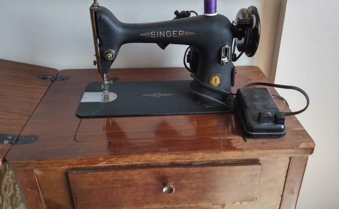 black and brown Singer manual sewing machine