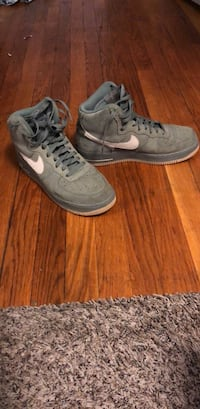Nike Air Force 1's (olive green) Men's Size 9 Washington, 20011