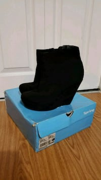 Size 38 Call It Spring black wedge heel boots  Vaughan, L4K