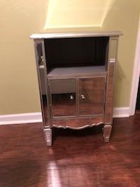Mirrored end table / night stand  Marrero, 70072