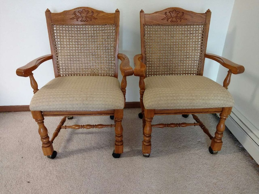 letgo - Set of 2 Wooden Chairs in Fargo, ND