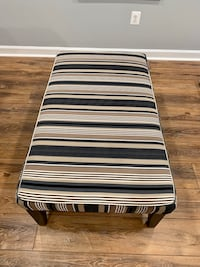 Ashley's Furniture Upholster Ottoman with 2 Matching Pillows Ellicott City, 21042