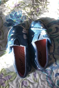 Toddler shoes size 5 Keswick, L4P 3R7