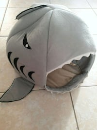Shark cat/ dog bed Palm Bay, 32905