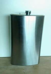 Giant 64oz. Hip flask null