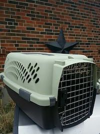 white and black pet carrier 553 km