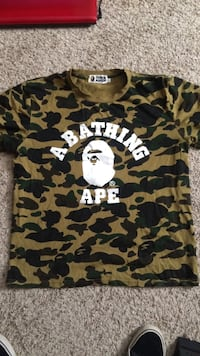 Men's medium bathing ape t shirt Lowell, 72745