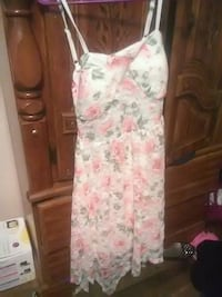 white and pink floral sleeveless dress Johnson City, 37604