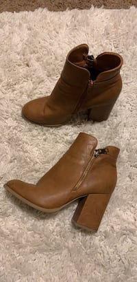 pair of brown leather side zip boots Bakersfield, 93306