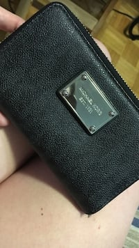 Michael kors leather wallet  Mississauga, L5J 4B7