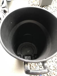 rubbermaid large garbage can like new Coquitlam, V3C 0B8