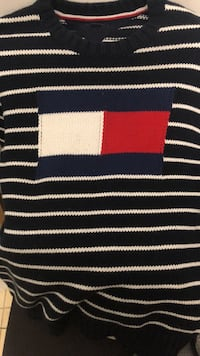 Men's size small Tommy sweater