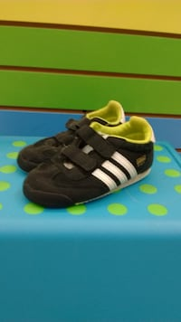 (203A) Boy's Sneakers ADIDAS Size 8
