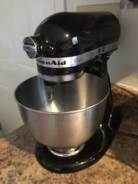 Black and silver kichenaid stand mixer Rockford, 37853