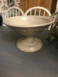 white ceramic bowl with lid